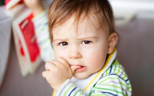 Çocuklar neden tırnaklarını yer, ne yapmalı?